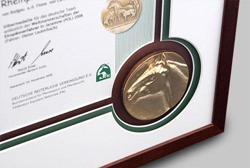 Passepartout-mit-Goldmedaille